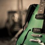 ギターのストラップピンの取り付け方。外れる場合の修理方法等。