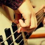 ベースのチョッパー奏法とスラップの弾き方の違いとは?